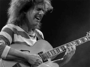 Path Metheny in un momento di trance creativa